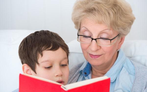 Воспитание бабушек: положительные и отрицательные стороны