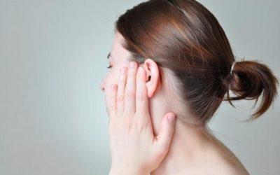 Жидкость в ухе: причины, симптомы, последствия